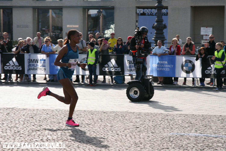 Berlin-Marathon-2014-Tsegaye-Ziel