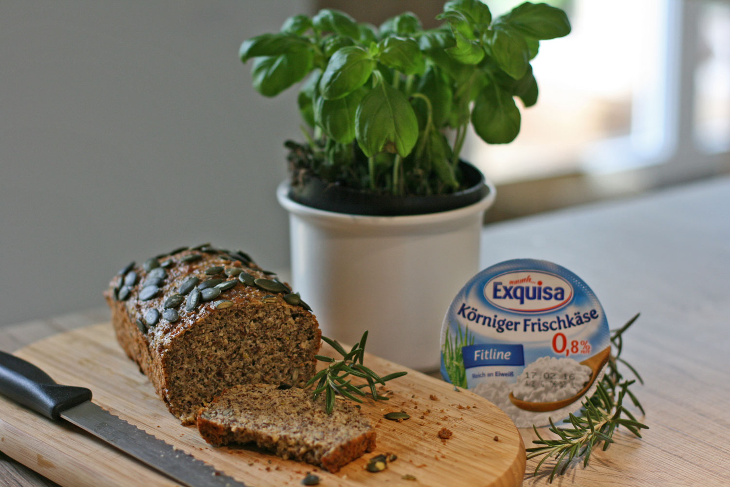 Clean-Eating-Eiweißbrot-Exquisa-Körniger-Frischkäse