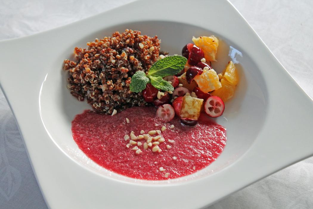 Clean Eating Weihnachtsmenü Cranberry-Orangen-Quinoa mit Granatapfelsauce