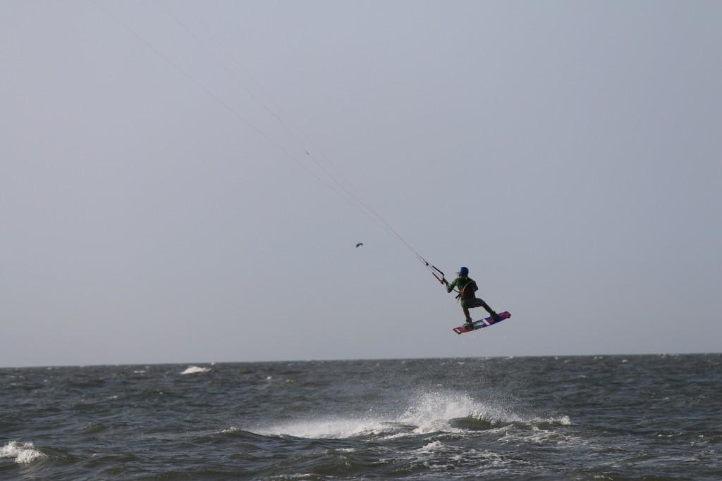 Elias Ouahmid beim Kiten