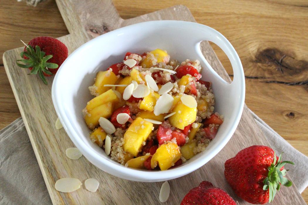 Erdbeer-Mango-Quinoa-Salat1