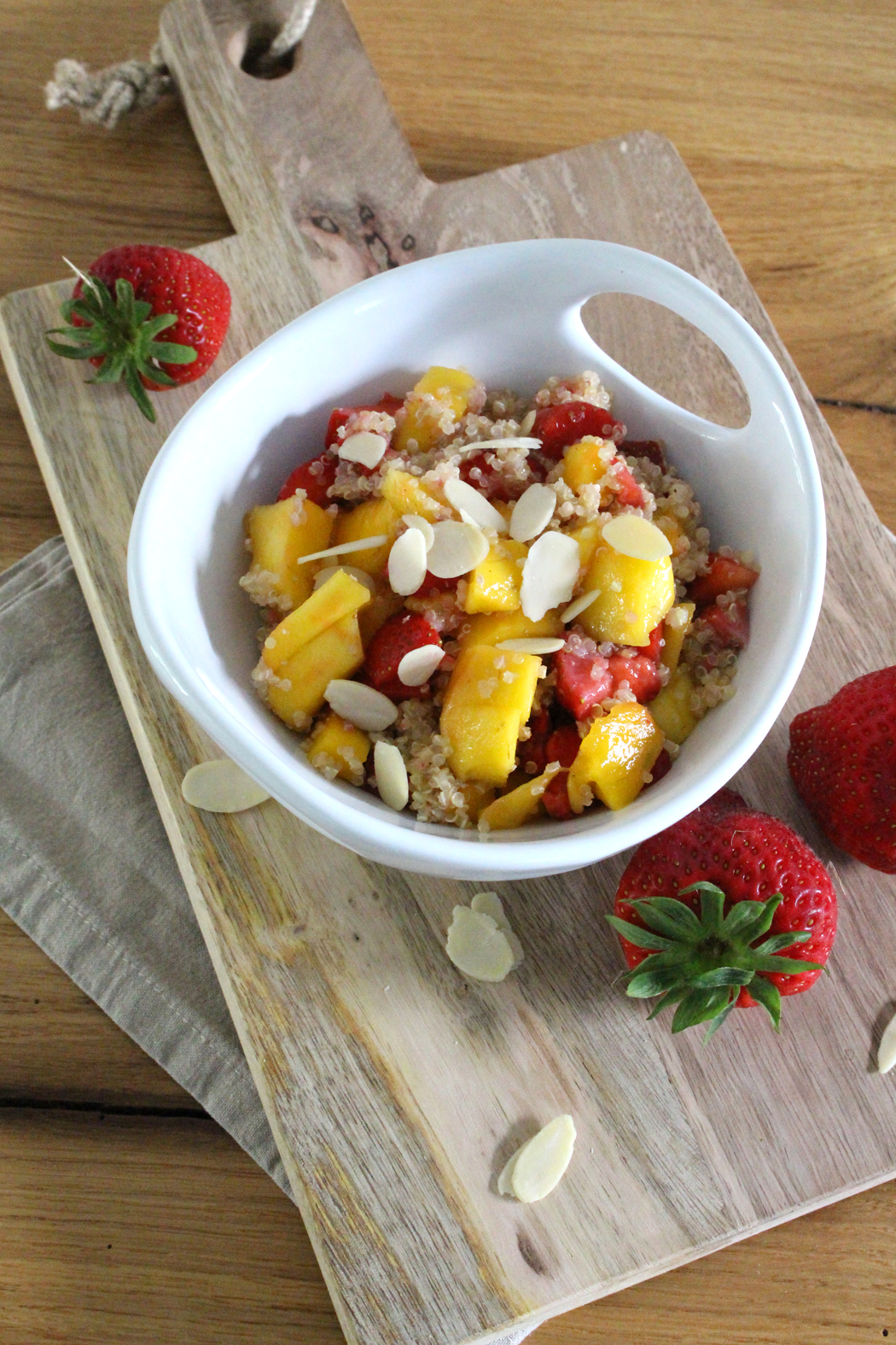 Erdbeer-Mango-Quinoa-Salat2