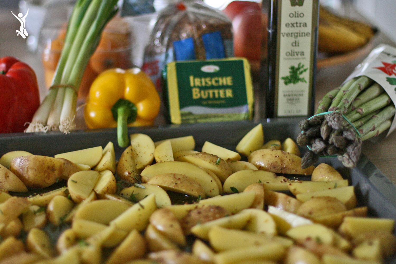 Gegrillter-Grüner-Spargel-mit-Rosmarinkartoffeln