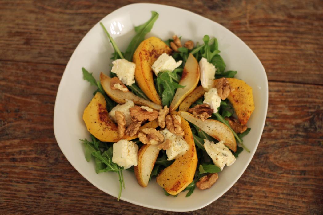 Herbstlicher Salat mit Kürbis Birne Blauschimmelkäse Walnüssen2