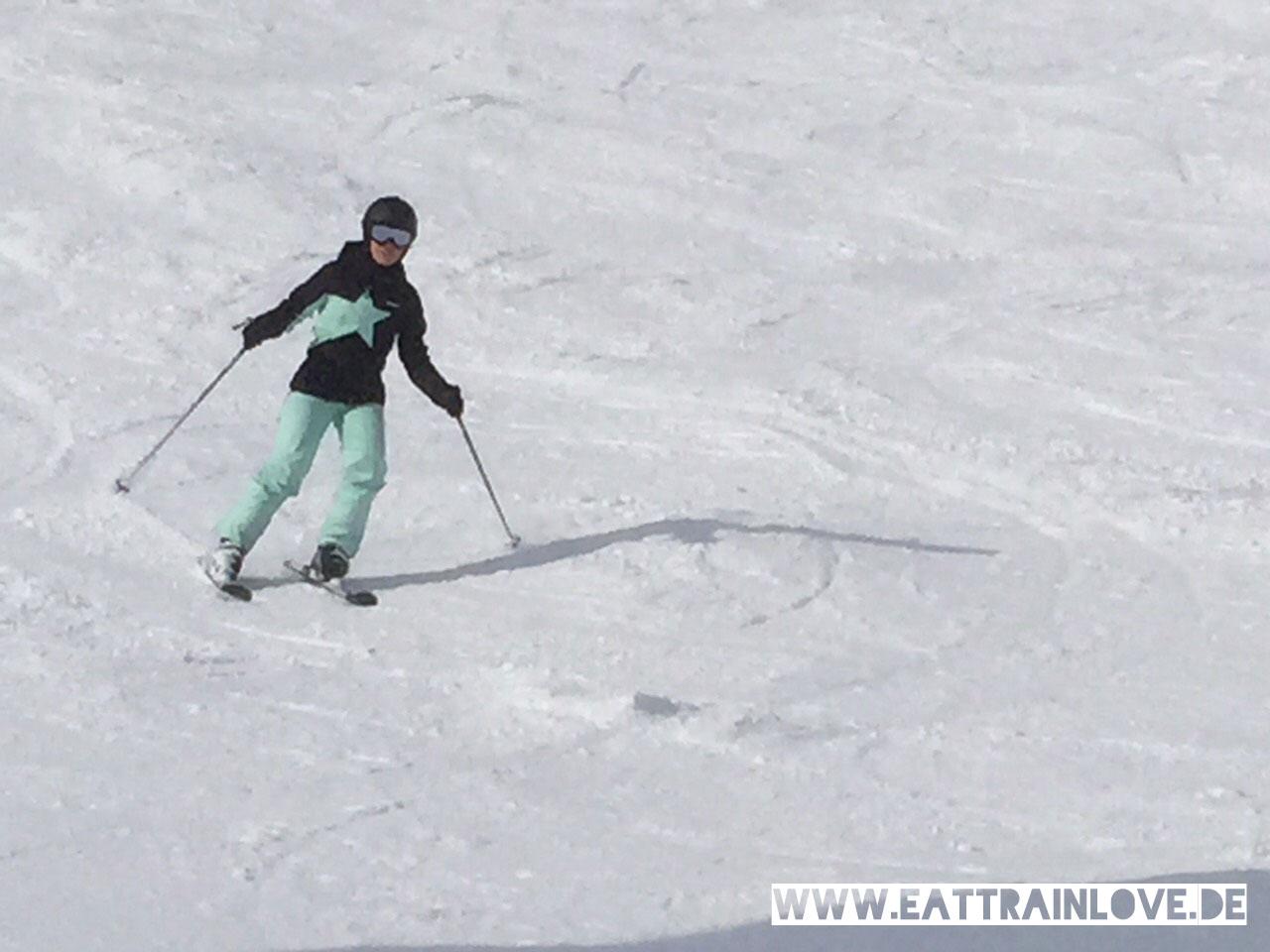 Kristin-auf-Skiern