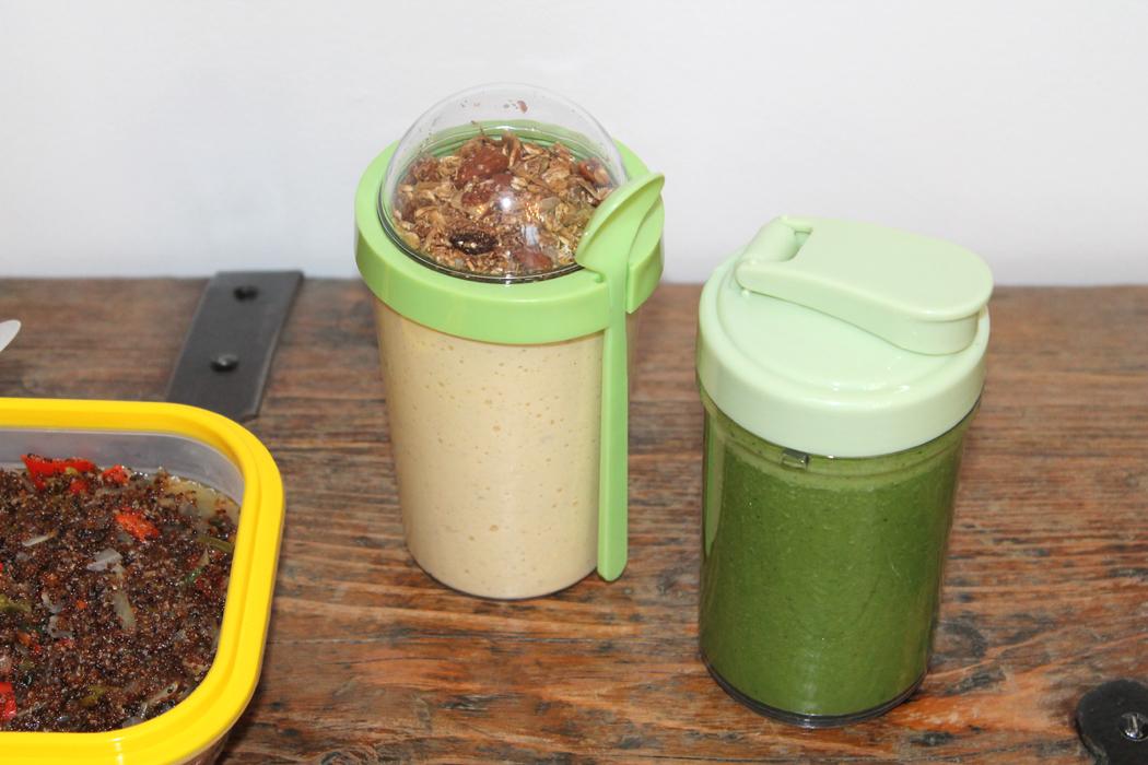 Lunchbox Grüner Smoothie und Joghurt