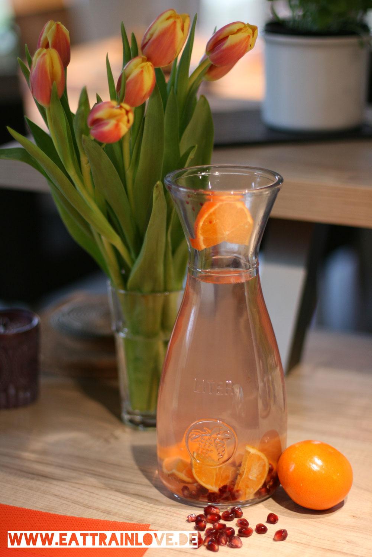 Mandarinen-Granatapfel-Wasser