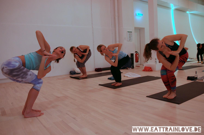 Relevel-Yoga-Class-mit-Tara-Stiles