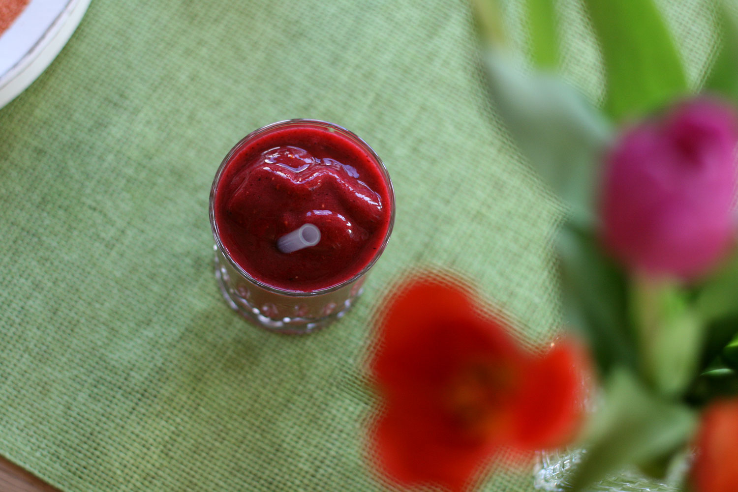 Roter-Power-Smoothie-mit-Roter-Beete