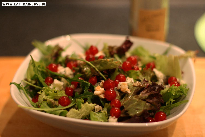 Salat-mit-Johannisbeeren-und-Blue-Cheese
