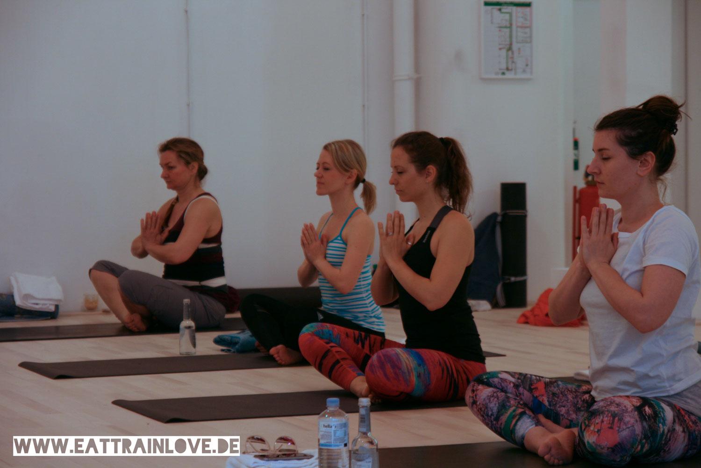 Yoga-Class-im-Relevel-Meditation